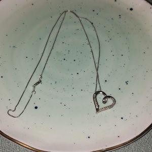 Jewelry - Heart necklace w diamonds. Never worn